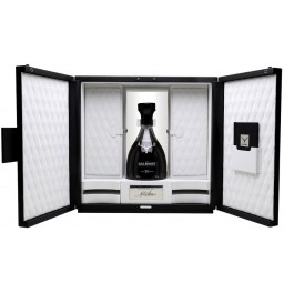 Виски Dalmore 50 Years Old, gift set with 4 glasses, 4 coasters, stopper and book, 0.7 л